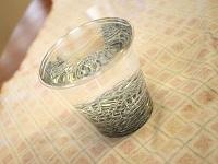 چند عدد گیره کاغذ در یک لیوان پر از آب جای می گیرد ؟